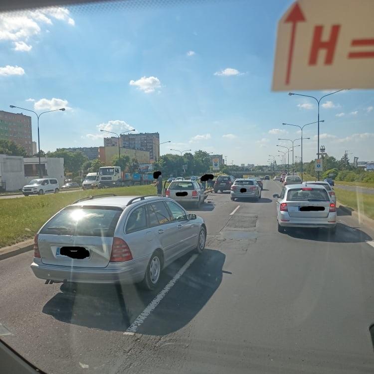 Kolizja dwóch samochodów na al. Witosa w Lublinie