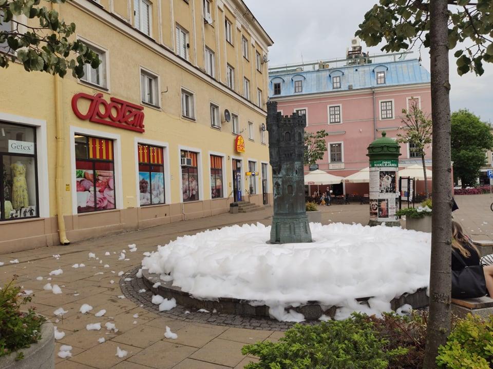 Piana w fontannie na Placu Wolności w Lublinie