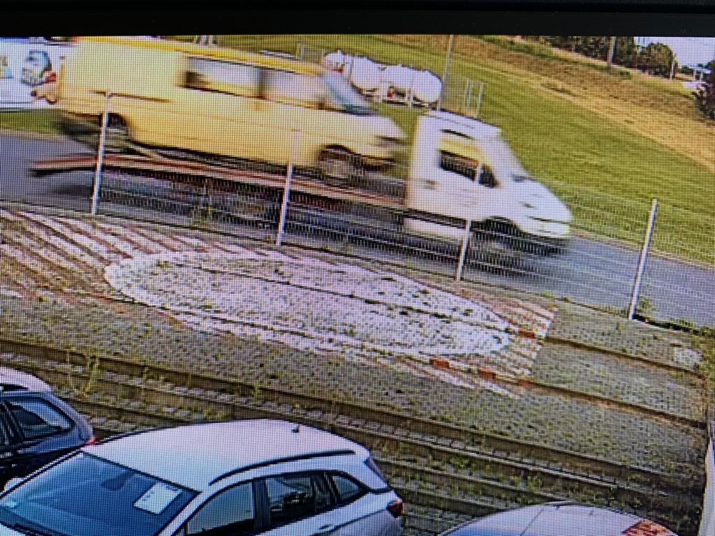Laweciarz ukradł busa z parkingu