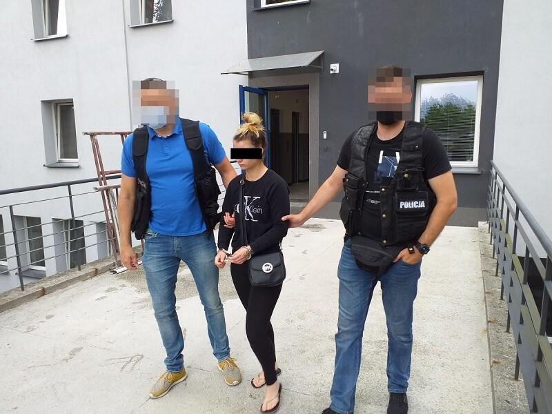 Policjanci zatrzymali 22-latkę do sprawy oszustw na funkcjonariusza CBŚP