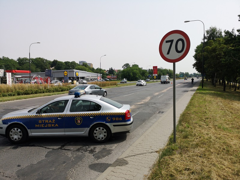 Plama oleju napędowego na al. Tysiąclecia w Lublinie