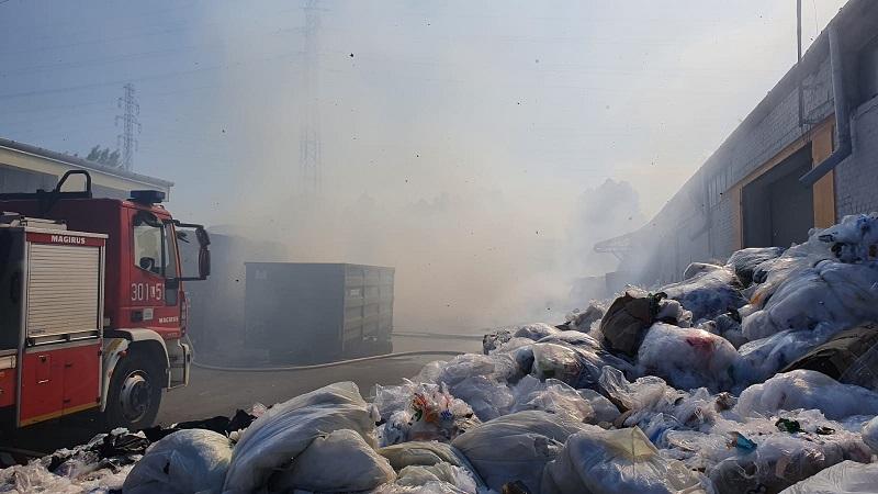 Pożar na terenie sortowni odpadów przy ul. Budowlanej w Lublinie
