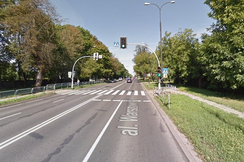 Sygnalizacja świetlna na al. Warszawskiej, przy przejściu dla pieszych w pobliżu ul. Tulipanowej