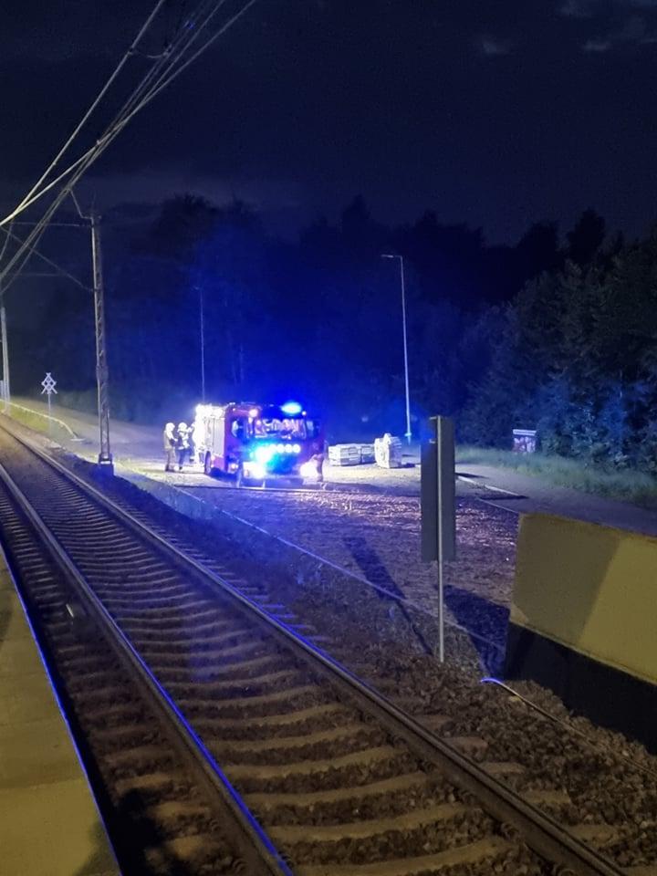 Strażacy interweniują do zalanego wejścia na peron przystanku Lublin-Zachód