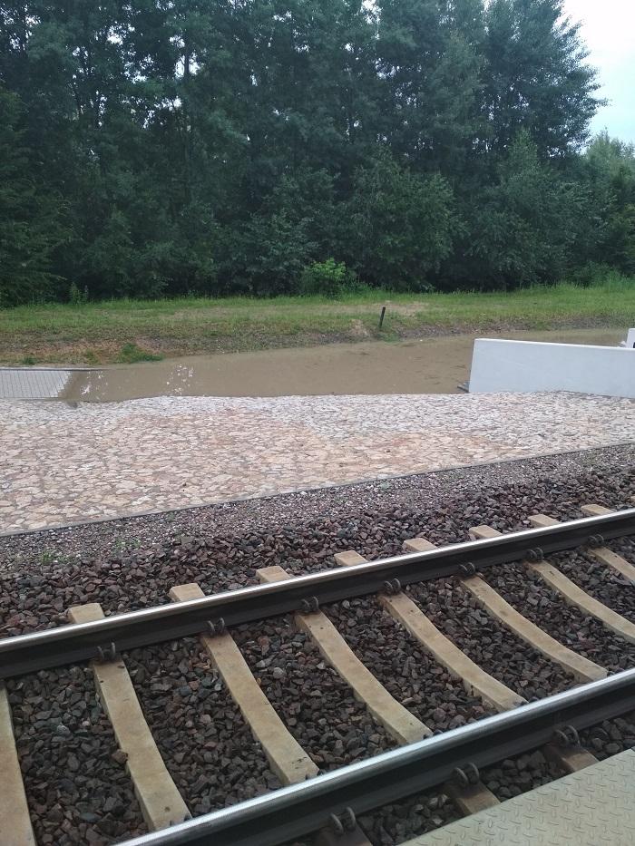 Zalane wejście na przystanek kolejowy Lublin - Zachód