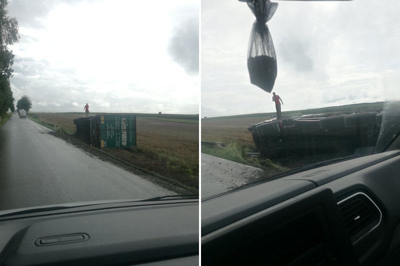 Ciężarówka przewróciła się na bok w miejscowości Łączki-Pawłówe