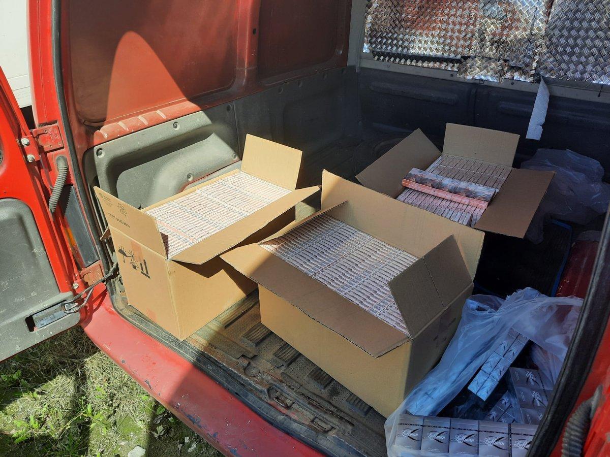 Kartony z papierosami bez akcyzy w samochodzie 53-latka