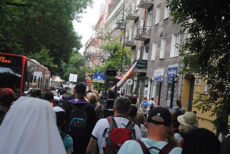 Przejście pielgrzymów ulicami Lublina