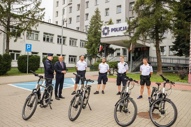 Policjanci otrzymali od prezydenta Lublina 4 nowe rowery elektryczne