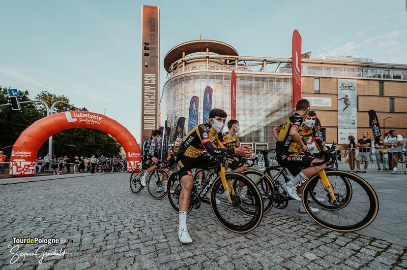 Niedzielna prezentacja drużyn Tour de Pologne na pl. Teatralnym w Lublinie