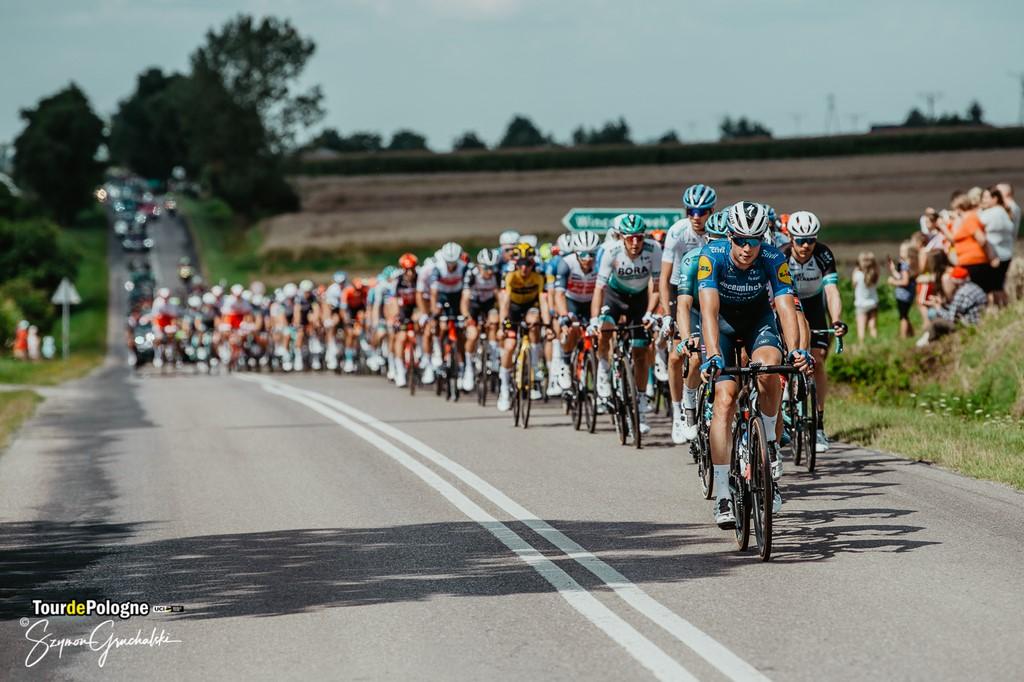 Przejazd kolarzy podczas pierwszego etapu 78. Tour de Pologne