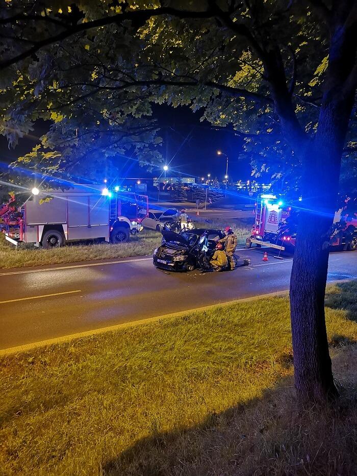 Skoda uderzyła w toyotę na skrzyżowaniu al. Witosa z ul. Doświadczalną