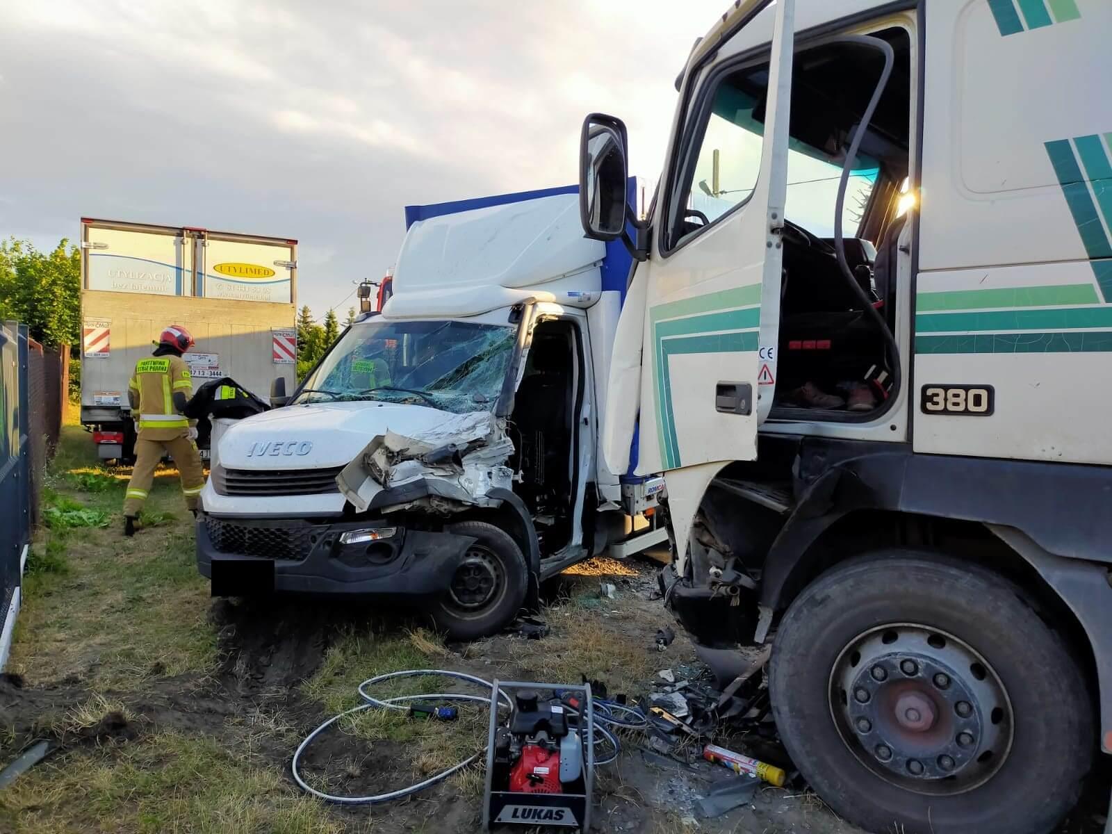 Zderzenie ciężarówki z samochodem dostawczym na ul. Jana Kasprowicza