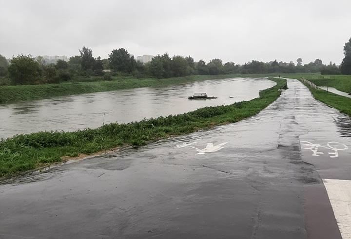 Wysoki poziom wody w Bystrzycy podczas wtorkowej ulewy