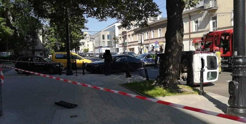 Kolizja trzech aut na skrzyżowaniu ul. Lipowej i ul. Skłodowskiej Marii-Curie