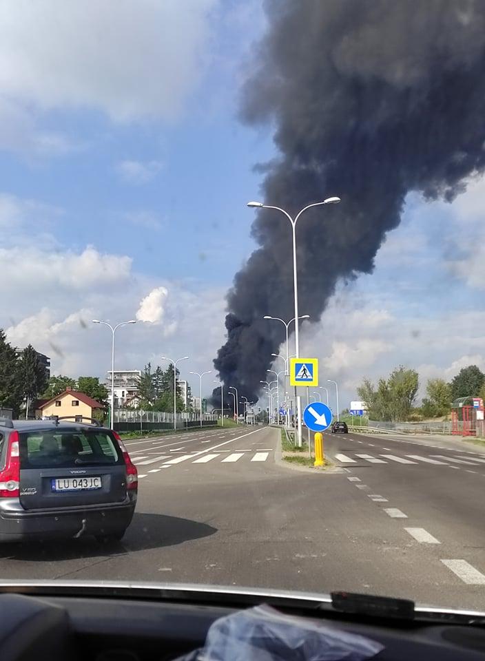 Pożar przy ul. Poligonowej. Dym widoczny nad Lublinem