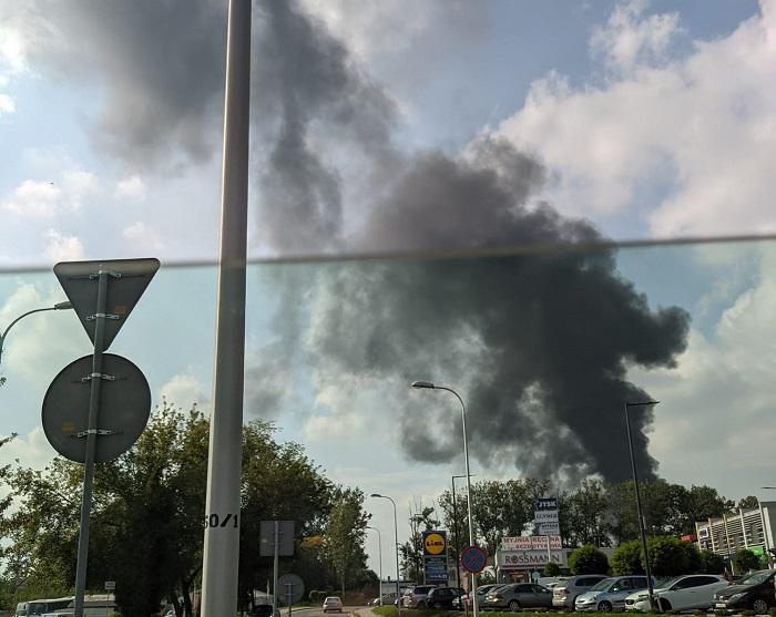 Ciemny dym nad Lublinem spowodowany pożarem na budowie przy ul. Poligonowej