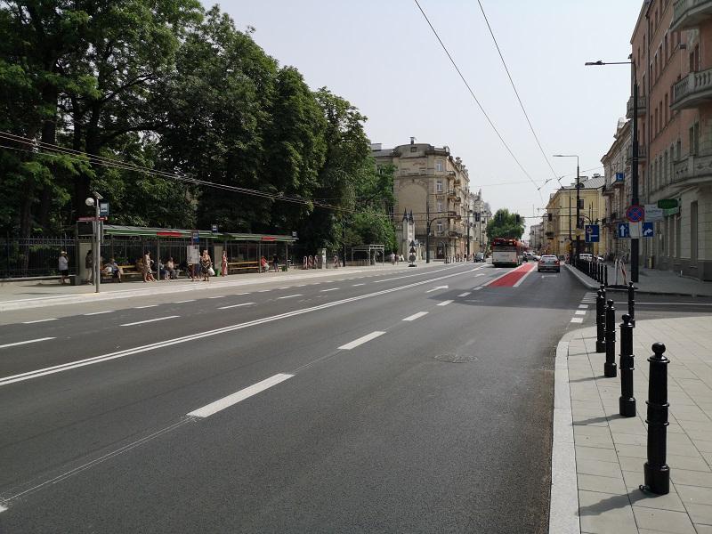 Przystanek autobusowy przy Ogrodzie Saskim na Al. Racławickich