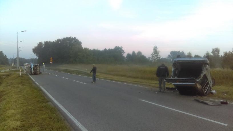 Poranne zderzenie aut na drodze wojewódzkiej nr 747 w Zosinie
