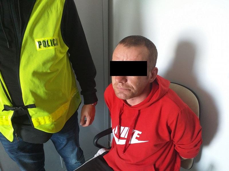38-latek ugodził brata nożem w klatkę piersiową