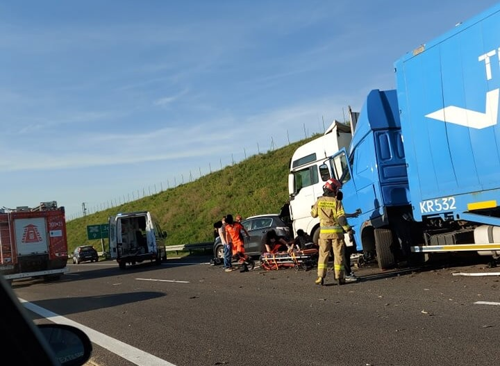 Zderzenie dwóch ciężarówek na drodze ekspresowej S1