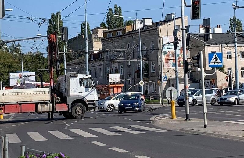 Zerwana trakcja trolejbusowa na Placu Bychawskim