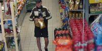 Policja poszukuje mężczyzny ze zdjęcia do sprawy kradzieży artykułów w Stokrotce