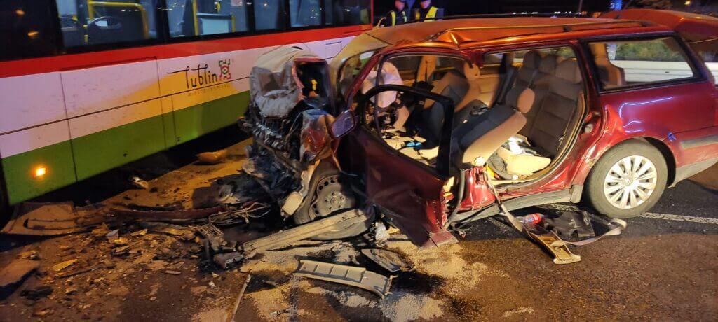 Volkswagen uderzył w autobus przegubowy na al. Witosa